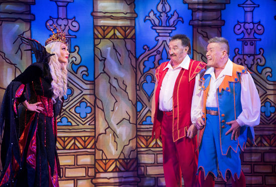 Bradford pantomime stars to visit children's ward – oh yes they are!