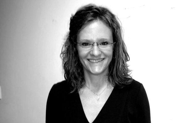 Dr Carolyn Robertson